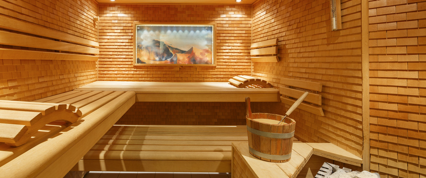 Beausite Park & Jungfrau Spa, Wengen, Bernese Oberland, Switzerland - wellness area with sauna.jpg